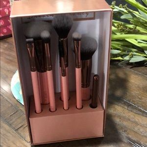 Luxie complete face brush set